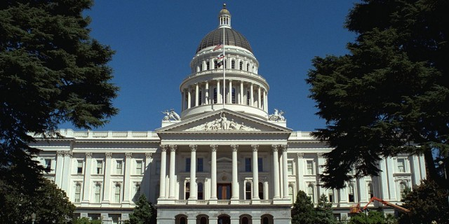 1024px-California_State_Capitol_front_1999