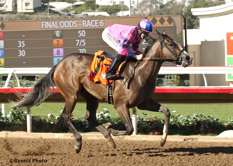 Pacific Heat and jockey Joe Talamo win the $200,000 Golden State Juvenile Fillies Thursday, Oct. 29, 2015 at the Del Mar Thoroughbred Club, Del Mar, CA©Benoit PHoto